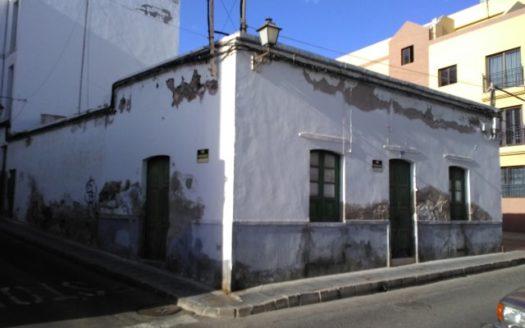 venta de parcela y casa con proyecto de 7 viviendas en arrecife