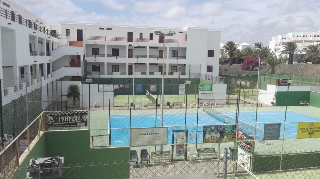 venta de piso en urbanización con piscina en costa teguise